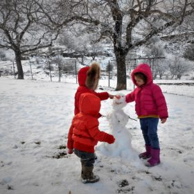 kids Greece peloponnese snowman