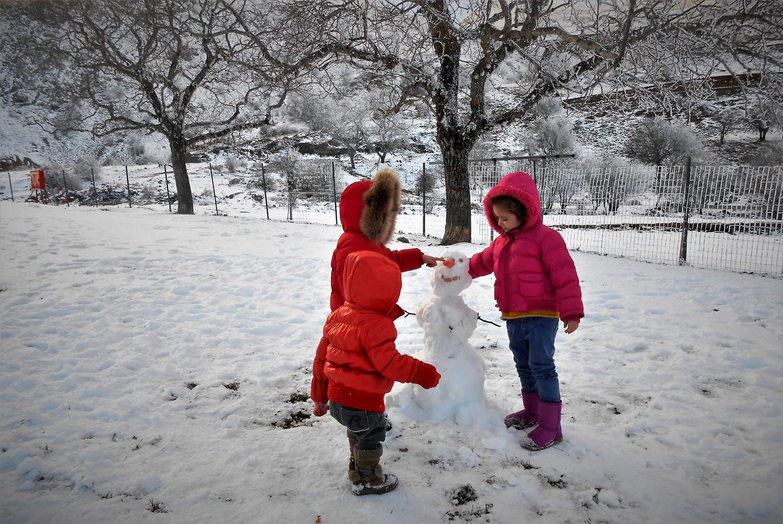 kids Greece peloponnese snowman