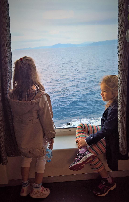 famous Greek family travel blogger