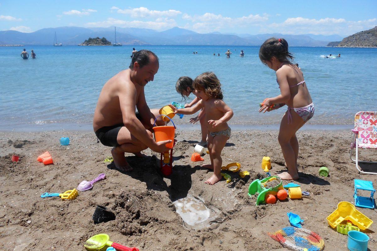 beach nafplio father kids