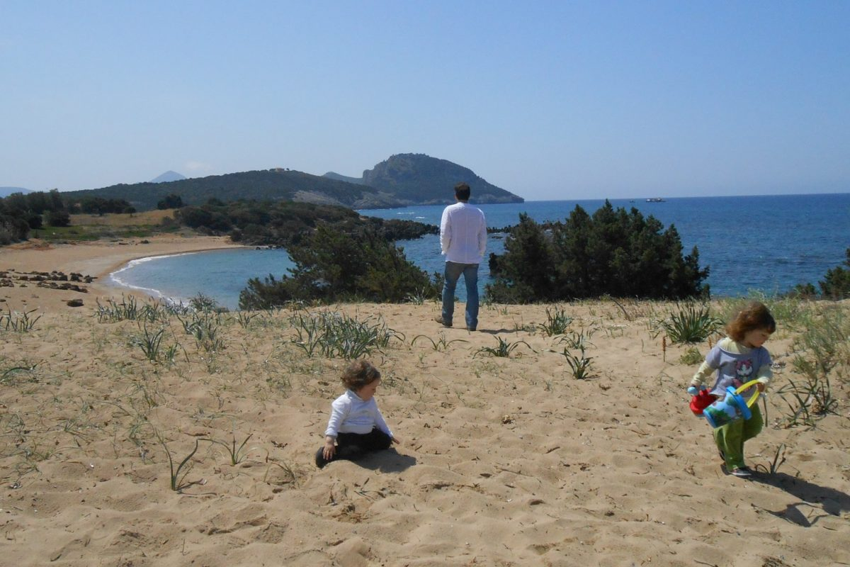 beach kids babies father messinia