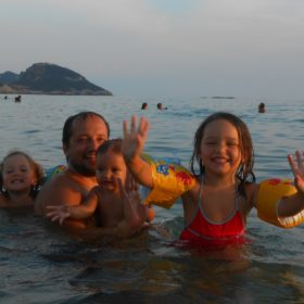 beach navarino family play