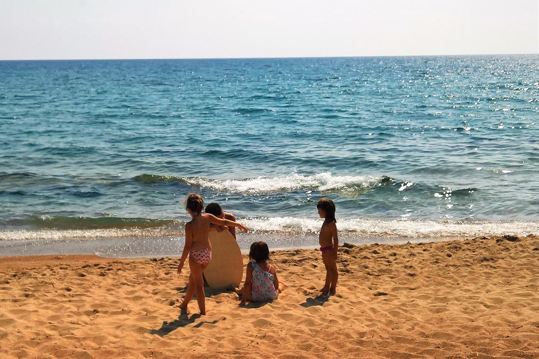 surf kids navarino