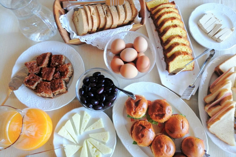 aiora suites wine arcadia breakfast