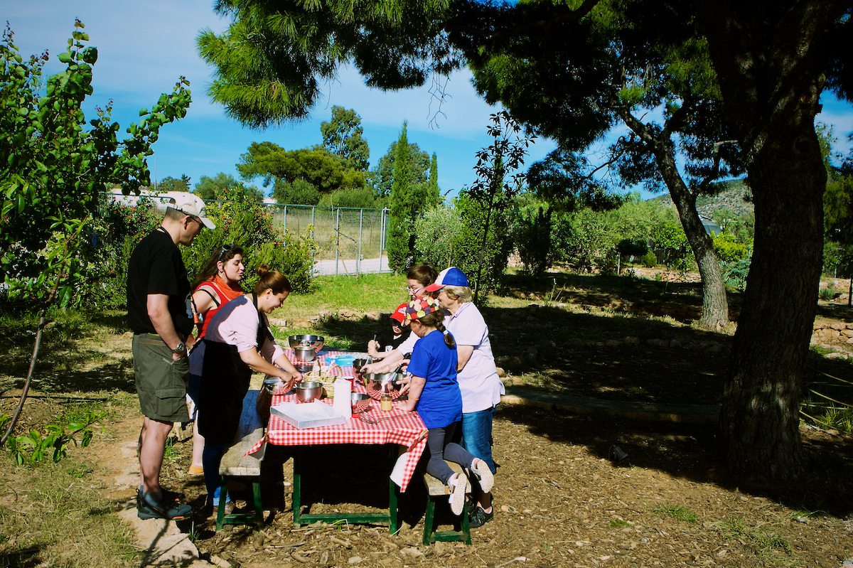 sounio farm pic nic with kids