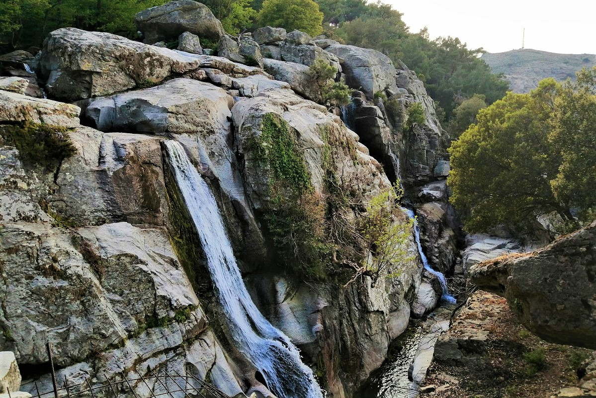 ikaria waterfalls hiking