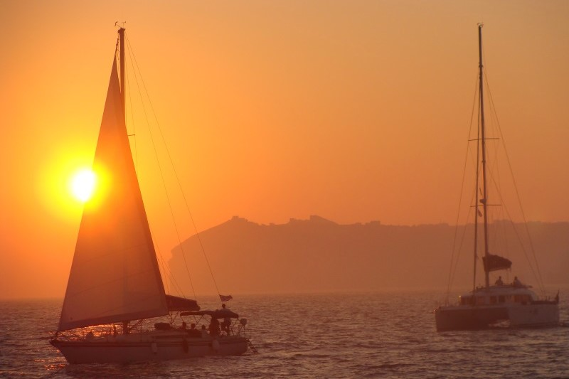 sunset sailing santorini greek islands