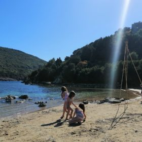 divari beach messinia pylos kids
