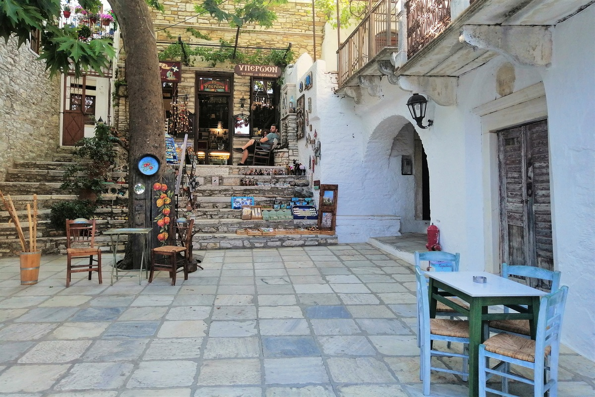 apeiranthos village square naxos