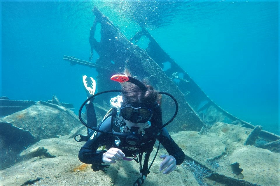 diving messenia wreck