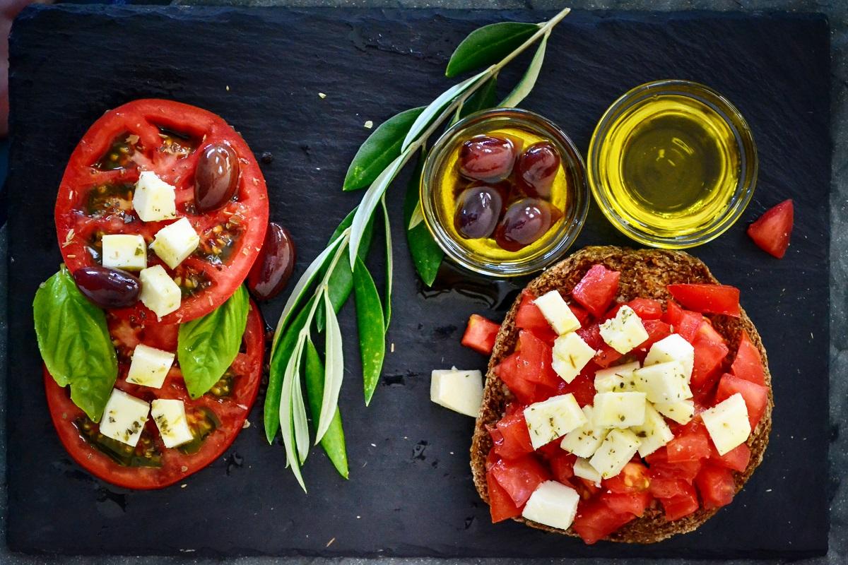 mykonos greek salad tasting gastronomy
