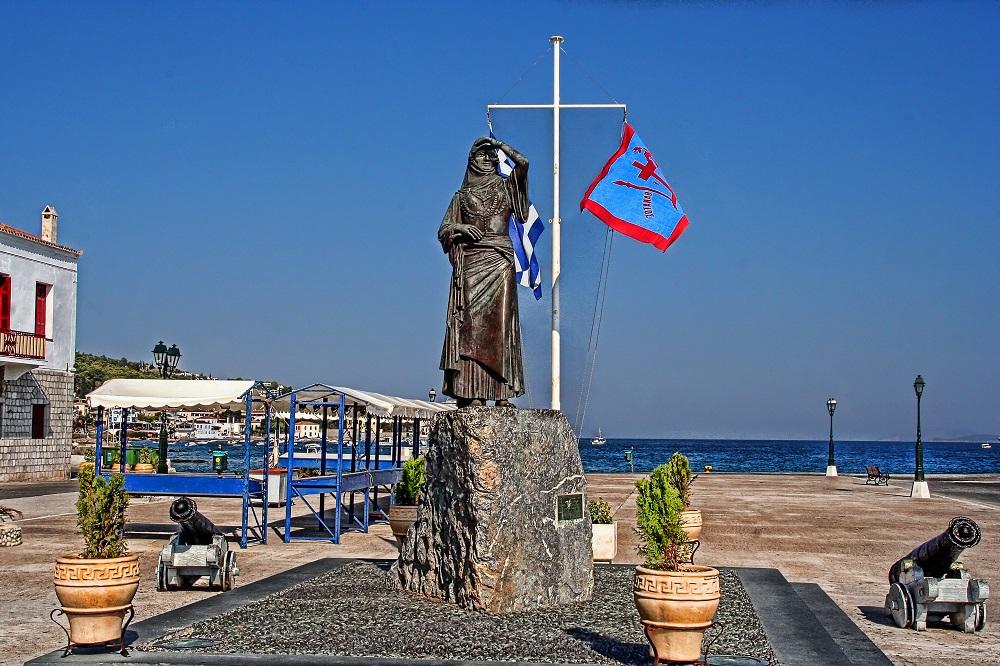 bouboulina spetses statue