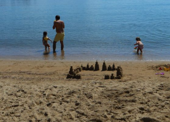 pelion beach babies and father