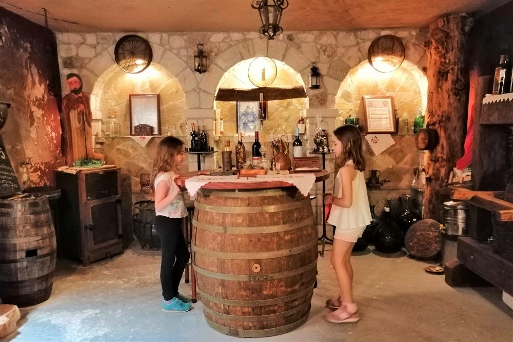 linos museum corinthia kids