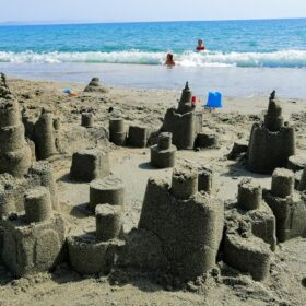 gythio beach with kids