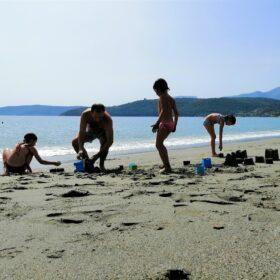beach kids family gythio mani